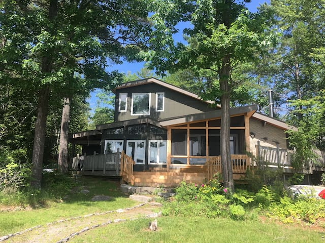 Spectacular Family Cottage in the Kawarthas