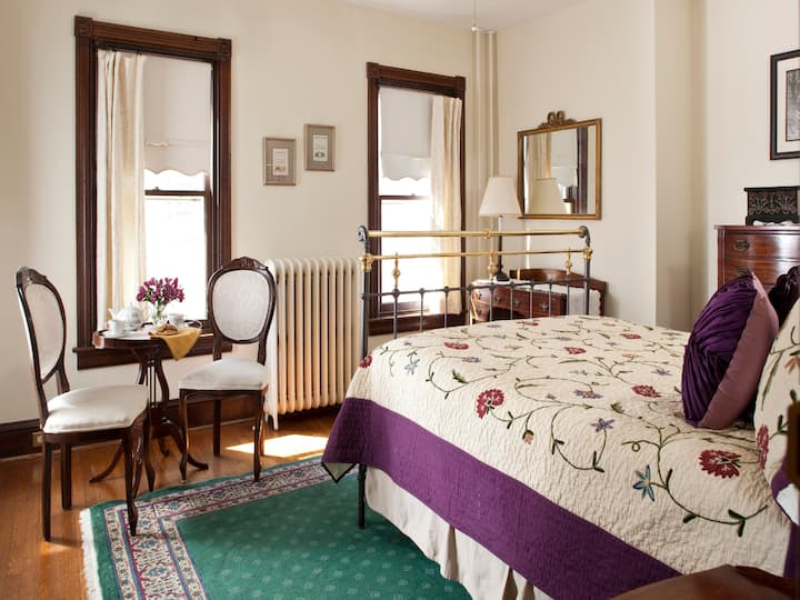 Queen suite in The Brickhouse Inn B&B
