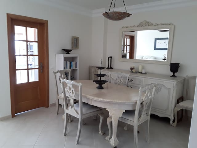 Dining area, next to lounge, leading to kitchen