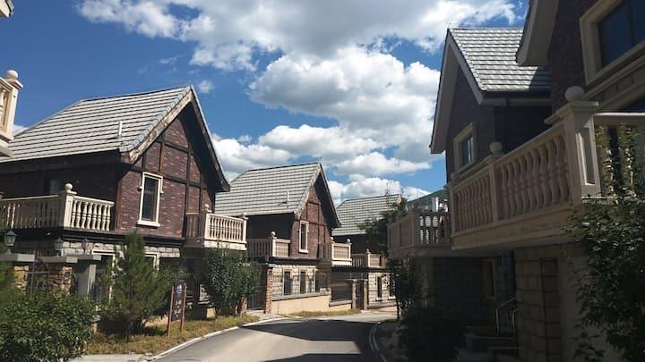 毗邻滑雪场  走路五分钟 崇礼滑雪胜地高档温馨独栋别墅   夏天可观景