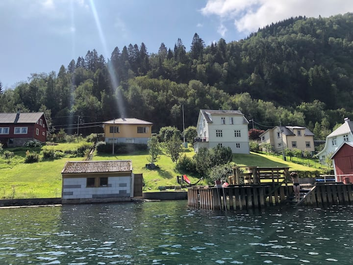 Balestrand - holiday house by the sea