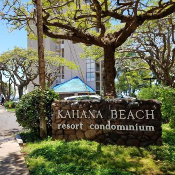 Beach and Ocean Front Studio Condo in Kahana
