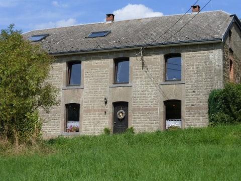 Au vieux Pommier. Ancienne  ferme rénovée.Lierneux