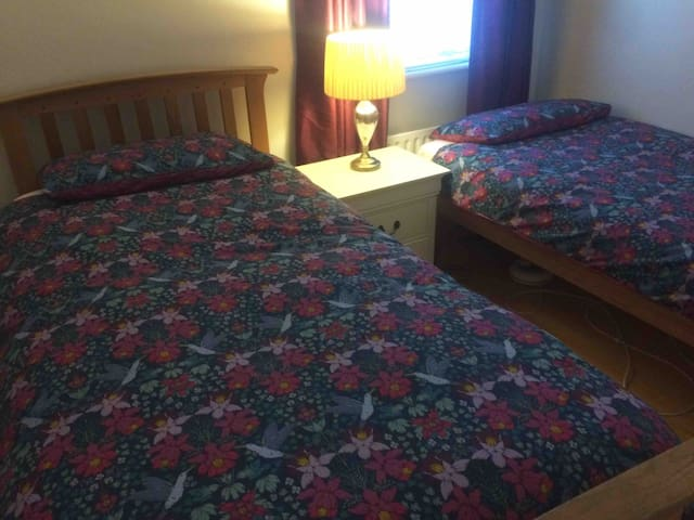 Room for 2 Close to Dublin City Free parking! Wifi