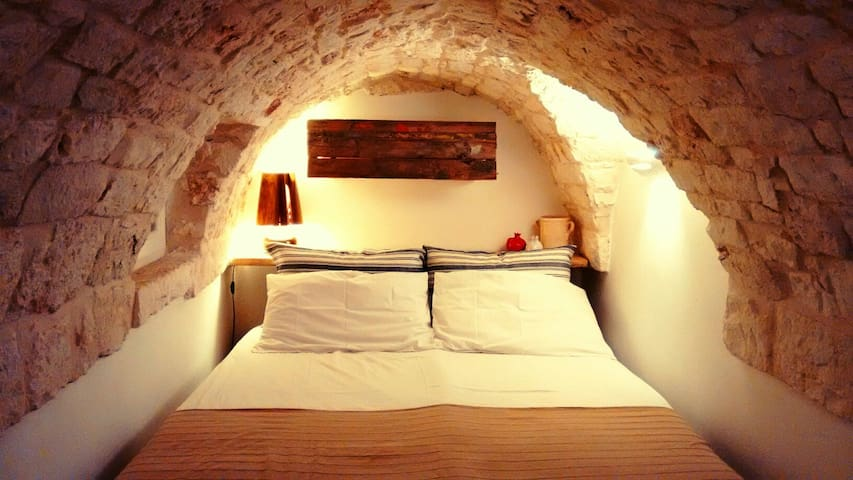 Lovely Magic Stone 2 Floors + Terrace + Free WIFI - Ostuni - Hus
