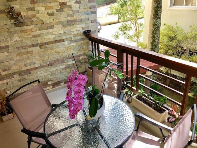 Un balcón exclusivo para ti, donde puedes disfrutar a cualquier hora de un un buen café, un vino, o si prefieres de una charla amena con tus invitados.