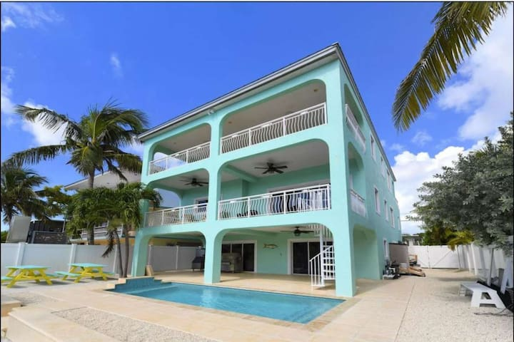 Keys Paradise! Bayside Home with private pool, jetted tub, water views, dock, near all attractions