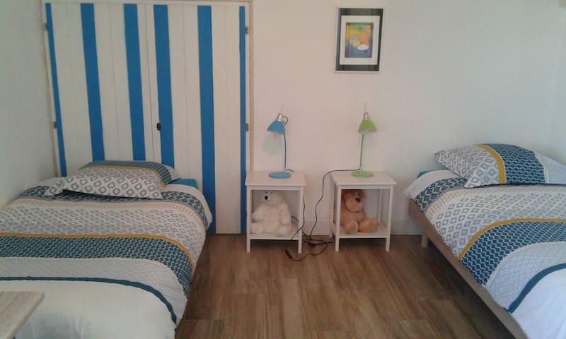 Chambre 2, possibilité de joindre les 2 lits