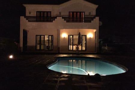 Maison vue sur mer - Albion - Villa