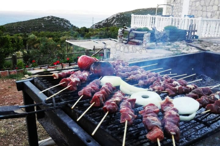 A BİG BARBEQUE FOR YOUR USİNG