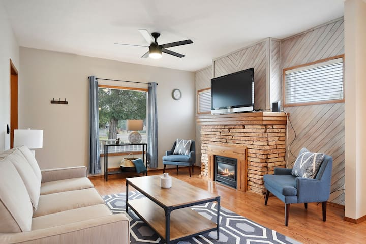 Dog-friendly, city home w/ a full kitchen, gas fireplace, & enclosed yard