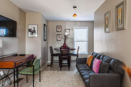 **Lovely Carriage House in Downtown Atlanta**
