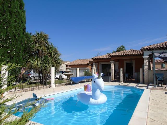 Villa côte bleue avec piscine et boulodrome