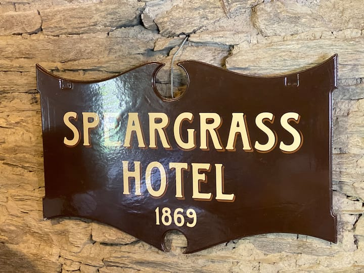 Speargrass Inn - Historic Lodge in Garden Setting