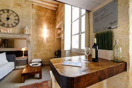 Stone studio in the old Bordeaux