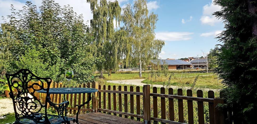 Ruhige,helle Ferienwohnug mit Garten an der Lauter