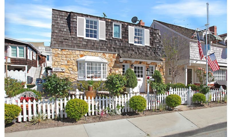 Charming Balboa Island Cottage - Newport Beach