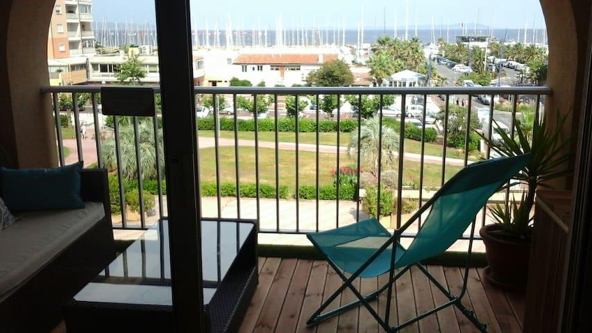 studio 4 personnes,terrase, vue  mer, clim parking