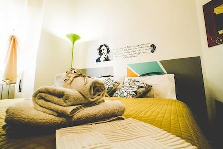 Confortevole e Creativa Camera Alda Merini - Sassari