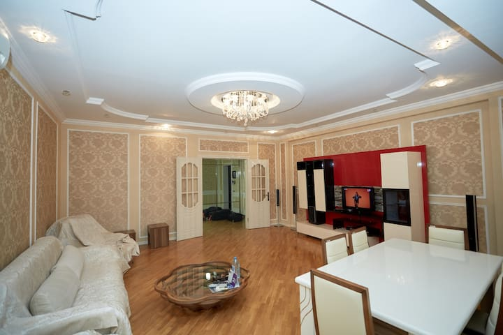 Chic (3-room) apartment in the centre (Lux)