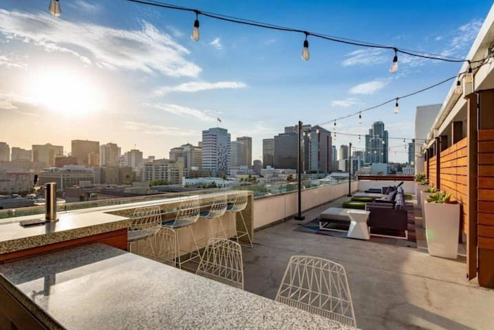 High Rise Beautiful View Loft Downtown/San Diego