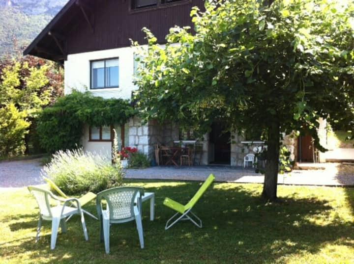 F3 Rez de chaussée villa à Veyrier bord du lac.