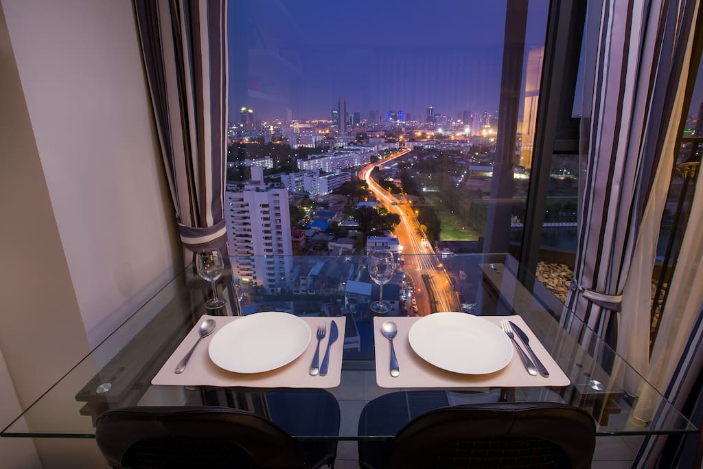 Sensational dining with nighttime city view