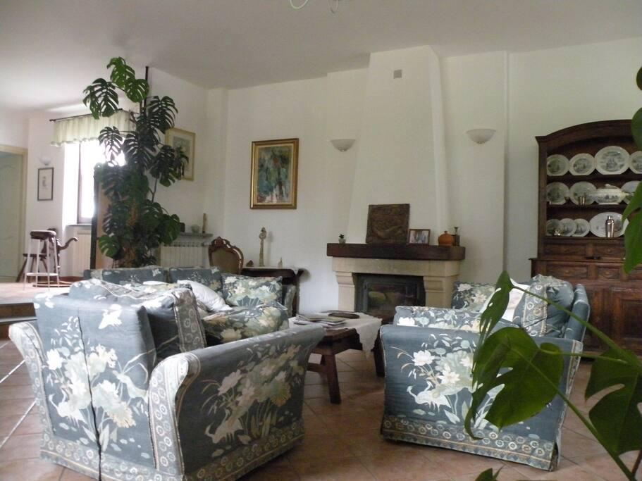 Salone relax e prima colazione Living room - breakfast Salon relax - petit déjeuner