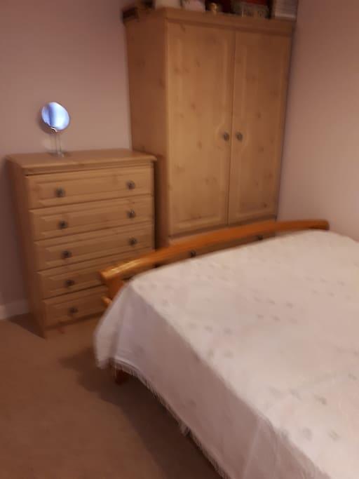 2nd bedroom 2 people