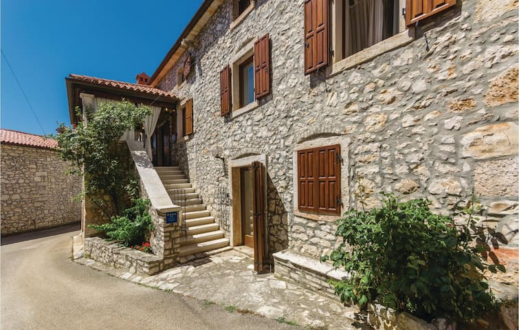Holiday cottage with 4 bedrooms on 224 m² in Brtonigla