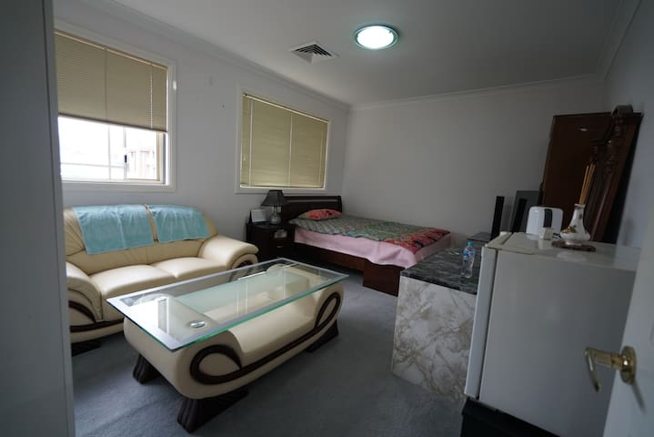 30sqm 10평 oven,100lt fridge in room - Cherrybrook - Casa