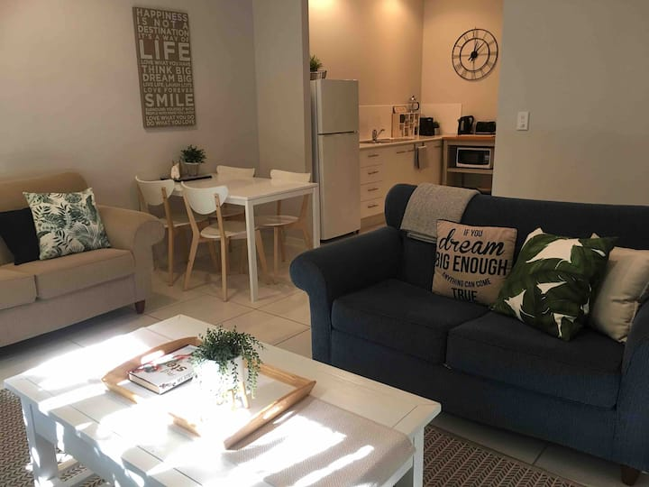 The Lakes Private Haven /Quiet 2 Bedroom Apartment