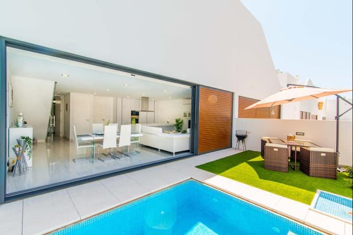 V3 Moradia Golden Nelly com piscina