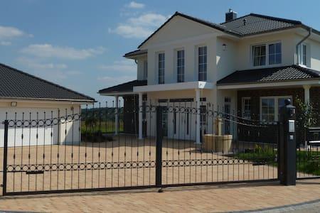Villa Toskana Rothenburg - Linden - Villa