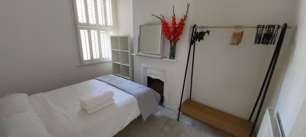 Bright & Clean Double Room in a one bedroom flat