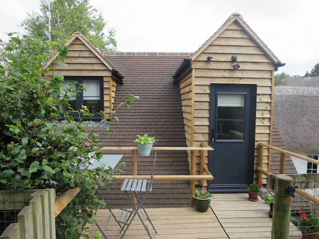 Private new guest suite in charming rural location