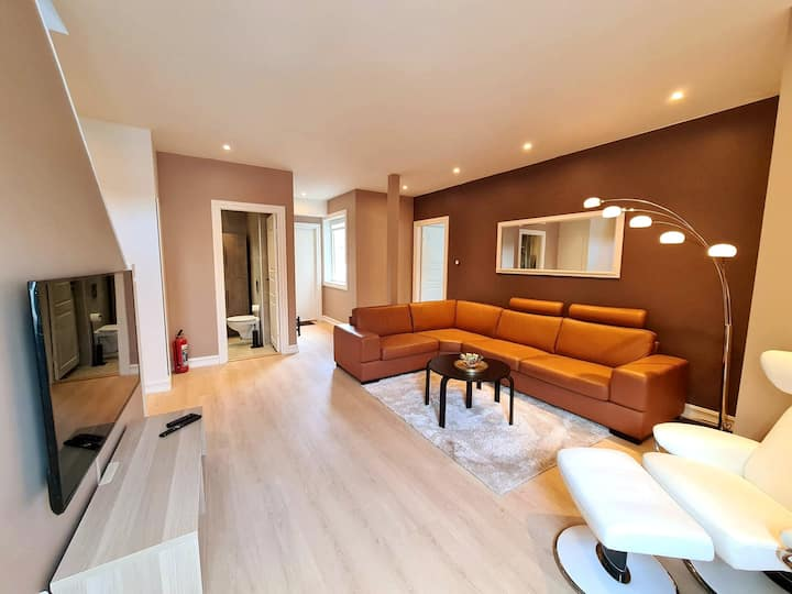 ★Unique Luxury Apartment Near Center, 100 m2, 3 BR