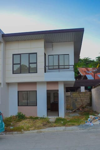 Cozy 3B 2T Unfurnished House - Mandaue - Dom