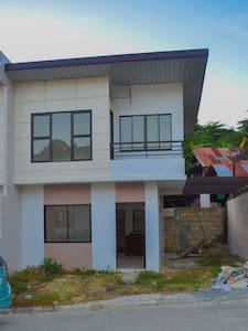 Cozy 3B 2T Unfurnished House - Mandaue City - Hus