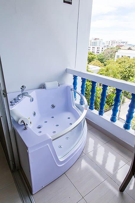 Balcony & jacuzzi
