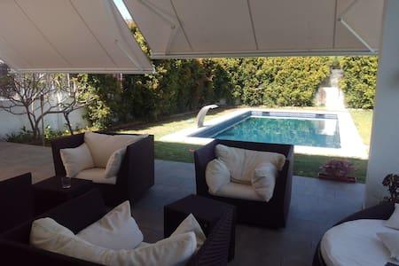 Casa nueva con piscina, jardin y barbacoa - Algeciras