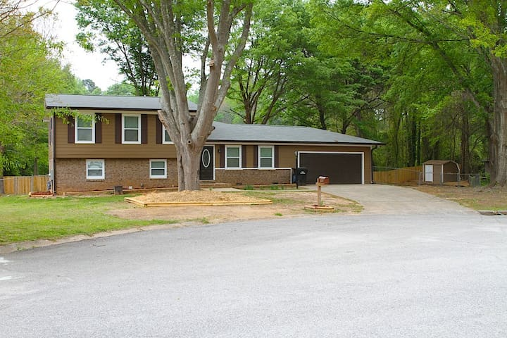 3 Bdrm/3 Bath in Fayetteville, Ga.(Near Pinewood).