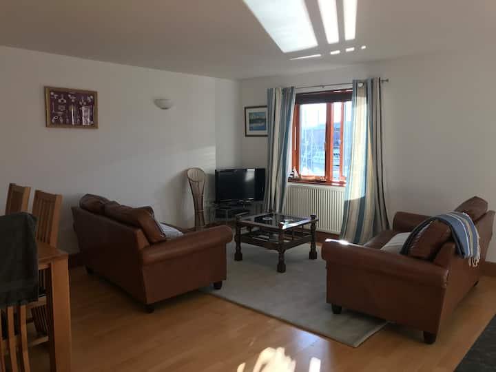 2 bedroom apartment overlooking Milford Haven