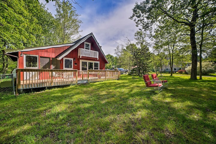 Pocono Lake Cabin w/Lake Views & Resort Amenities