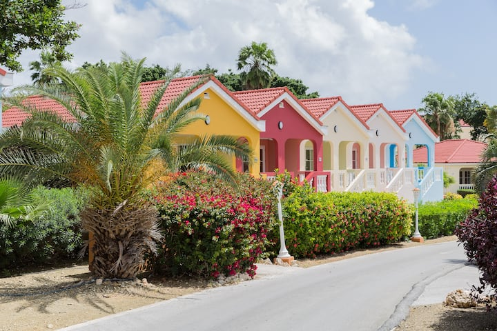 NEW - Vibrant Resort Apartment Steps away from the Ocean - Livingstone Resort