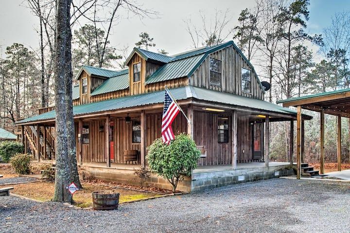 Greers Ferry Lake Home w/2 Decks, BBQ & Fire Pit!
