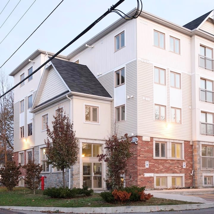 Luxury 3-Bdrm Downtown Oshawa: Contractors Welcome