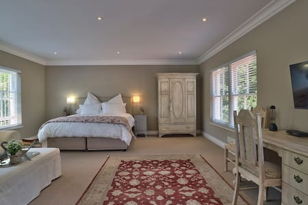 Luxurious Studio situated in tranquil, lush garden - Cape Town
