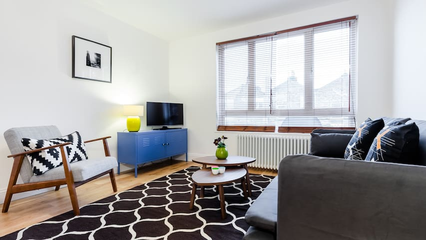 Aylie's Awesome 2 Bed Flat in Dalston