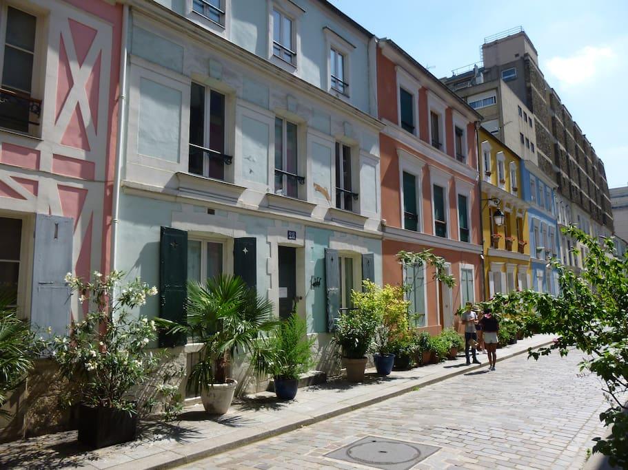 adorable maison atypique rue cr mieux maisons louer paris 12e arrondissement le de. Black Bedroom Furniture Sets. Home Design Ideas